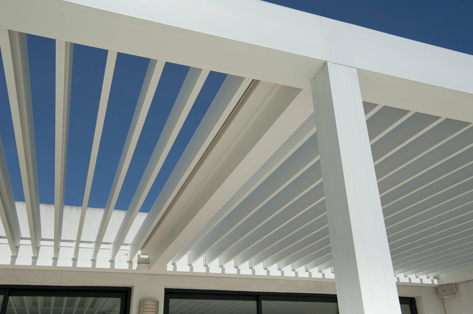 Alu Design Vaison La Romaine rÉalisation pergola bioclimatique aluminium camargue salon